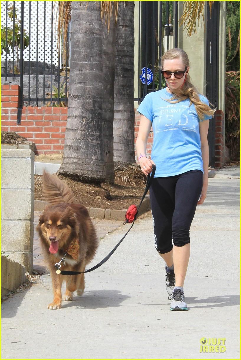 amanda seyfried finn enjoy healthy treadmill workout watch video now 103062629
