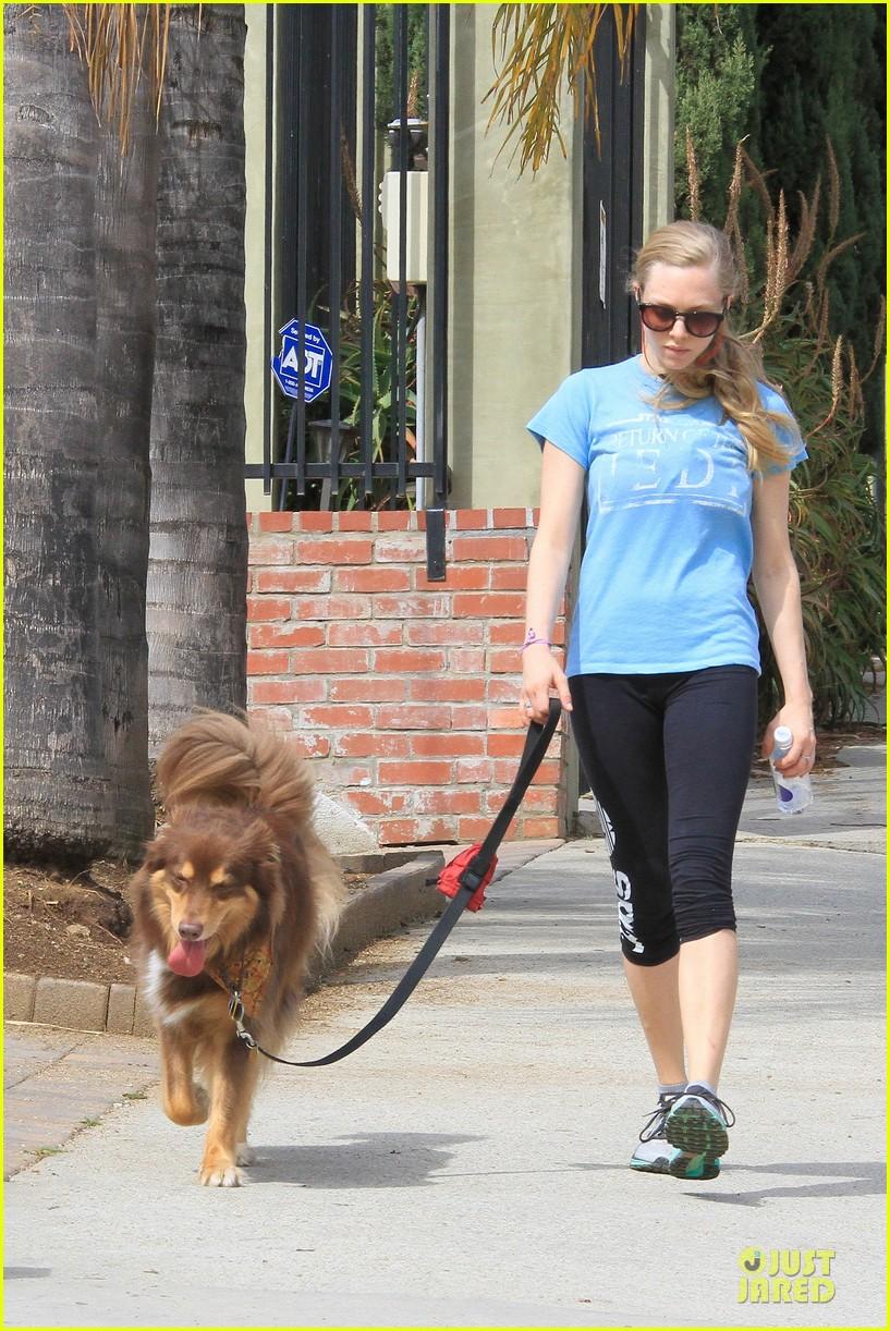 amanda seyfried finn enjoy healthy treadmill workout watch video now 113062630