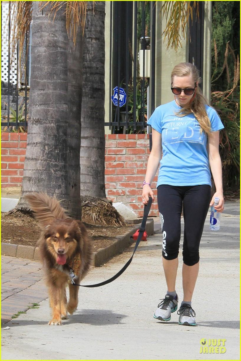 amanda seyfried finn enjoy healthy treadmill workout watch video now 123062631