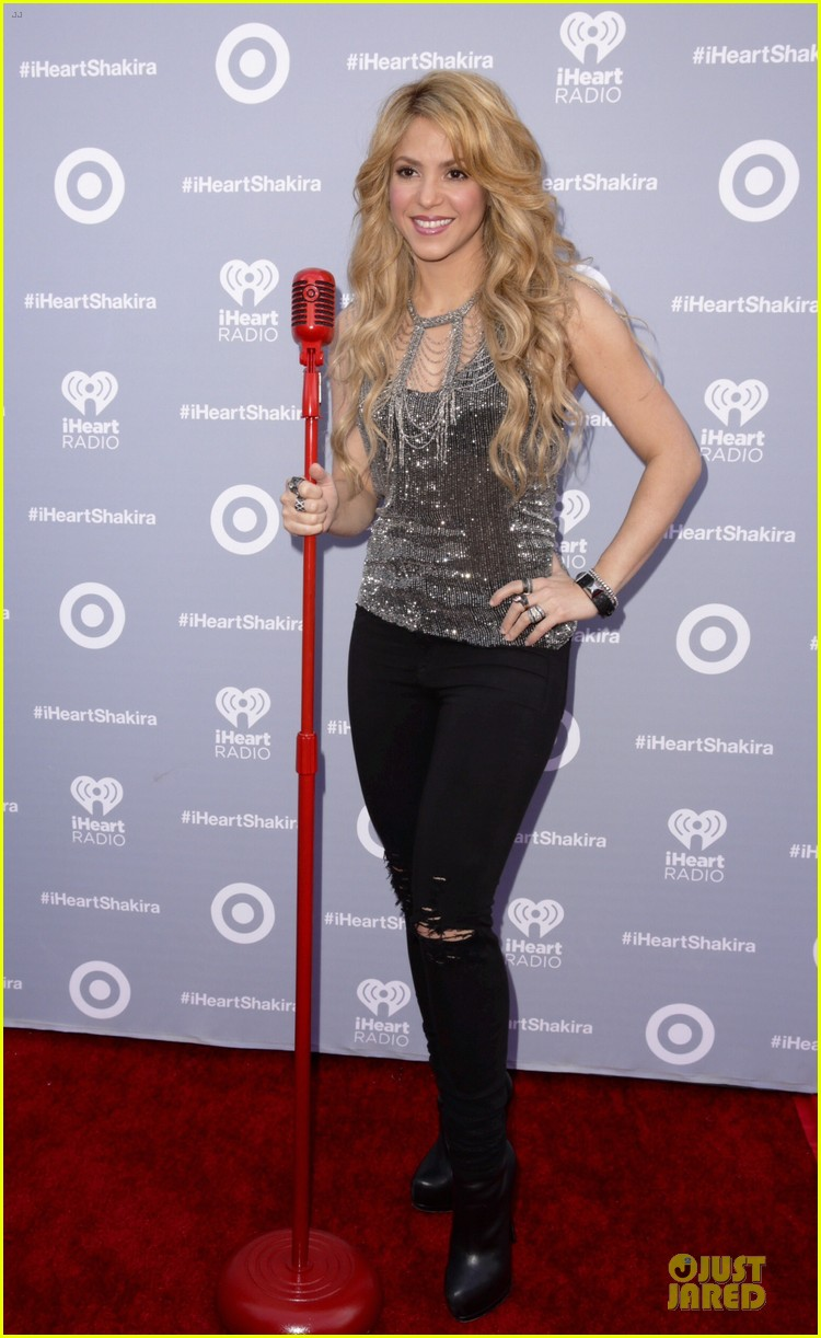 shakira dazzling kissing beauty at album release party 013077997