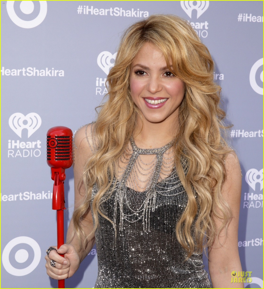 shakira dazzling kissing beauty at album release party 093078005