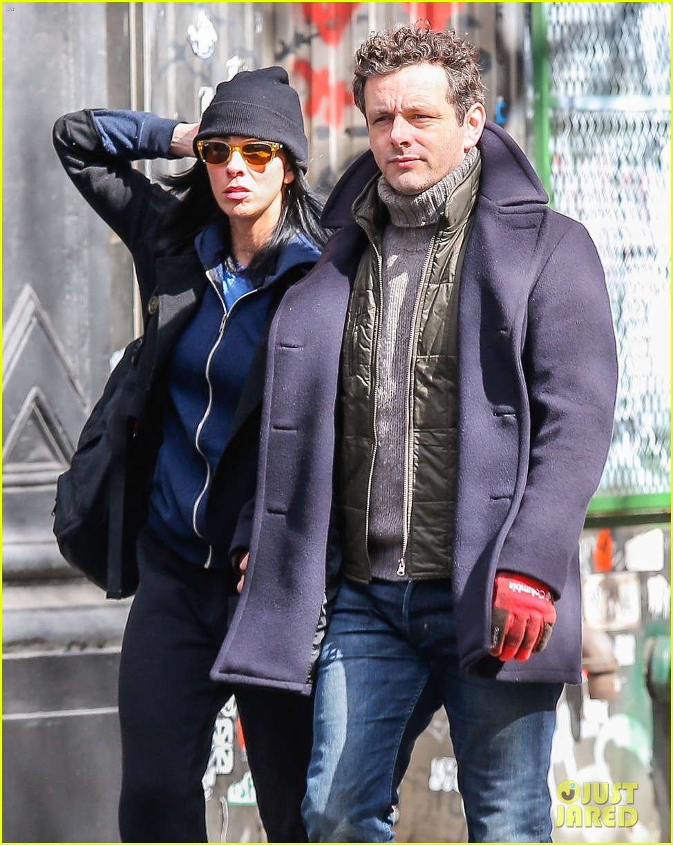 michael sheen sarah silverman hold hands romantic stroll 023072677