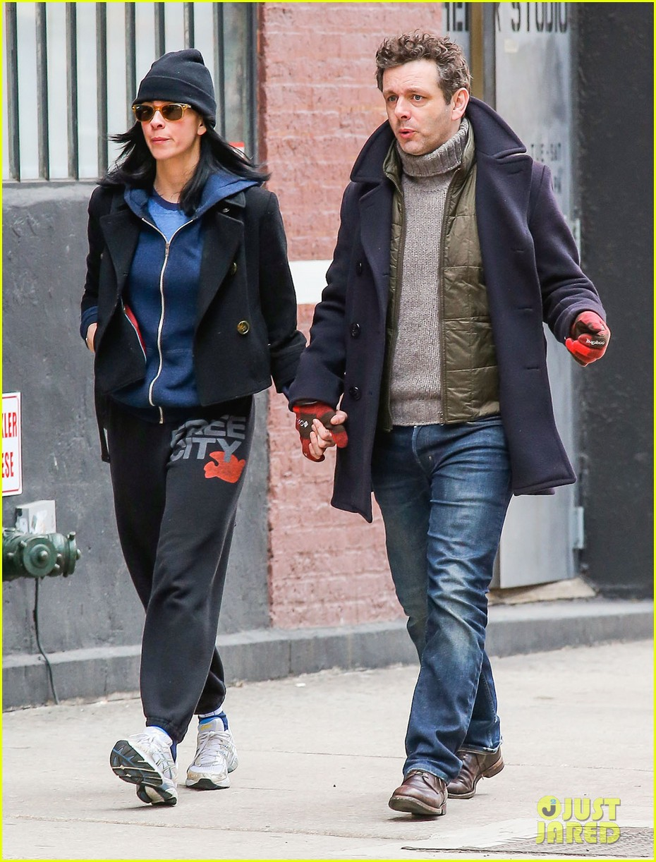 michael sheen sarah silverman hold hands romantic stroll 10