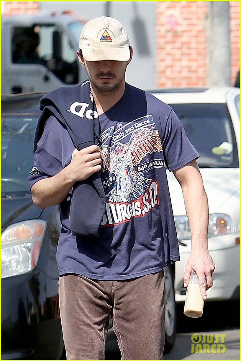 shia labeouf finds a parking ticket on his windshield after workout 023065956