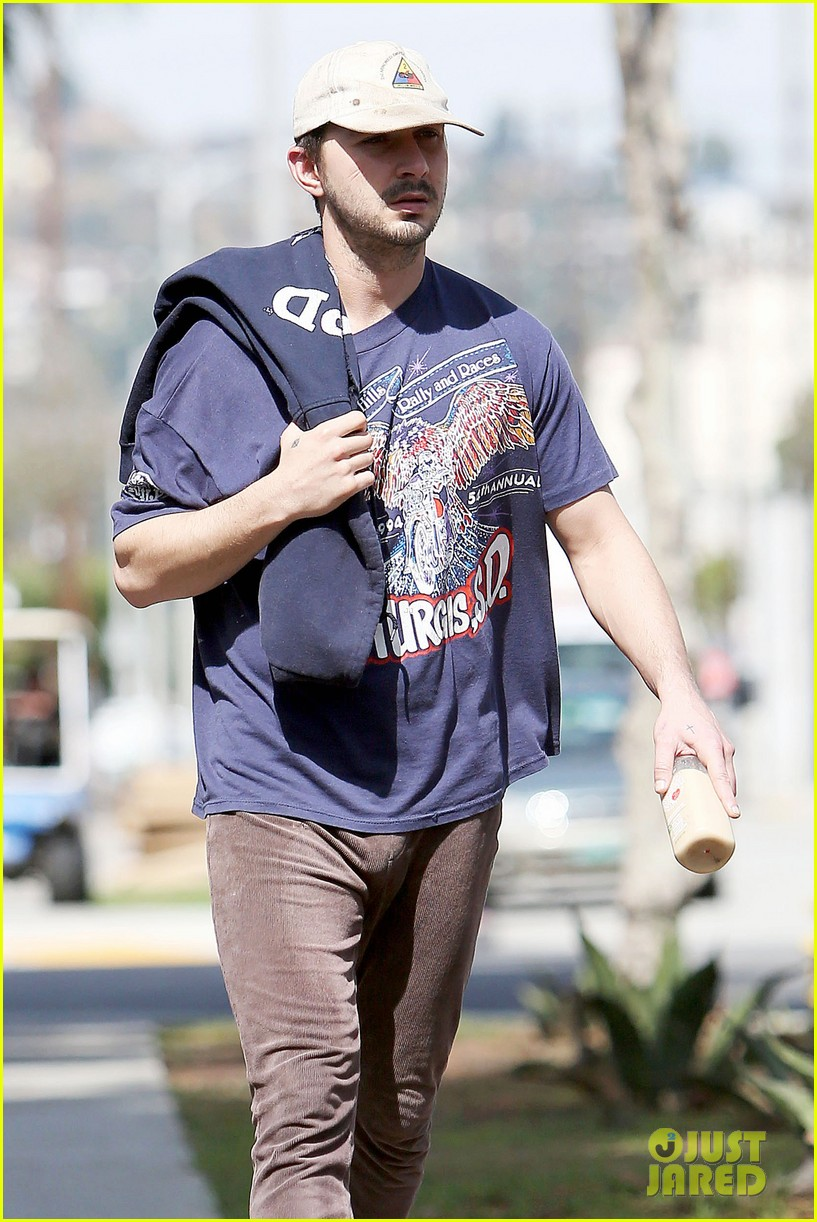shia labeouf finds a parking ticket on his windshield after workout 073065961