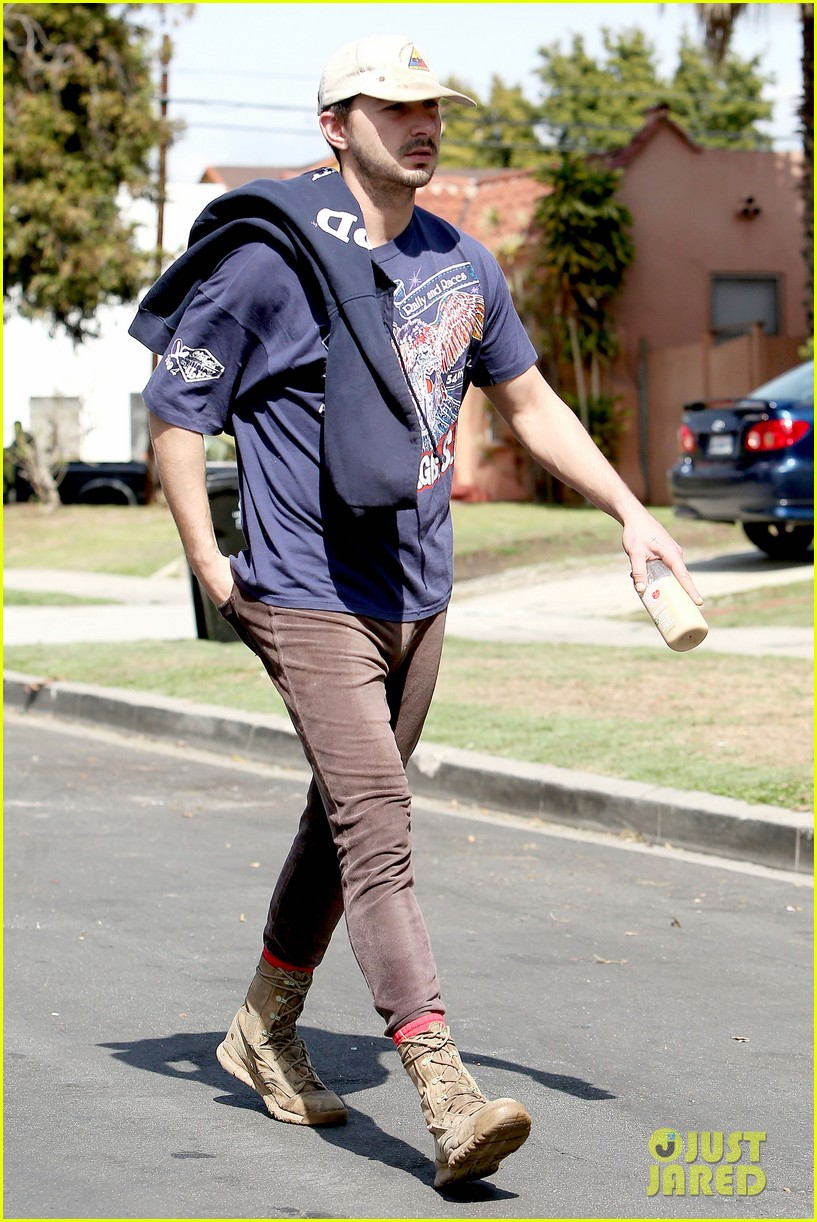 shia labeouf finds a parking ticket on his windshield after workout 093065963