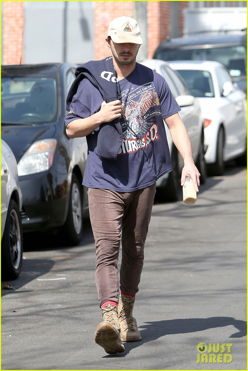 shia labeouf finds a parking ticket on his windshield after workout 113065965