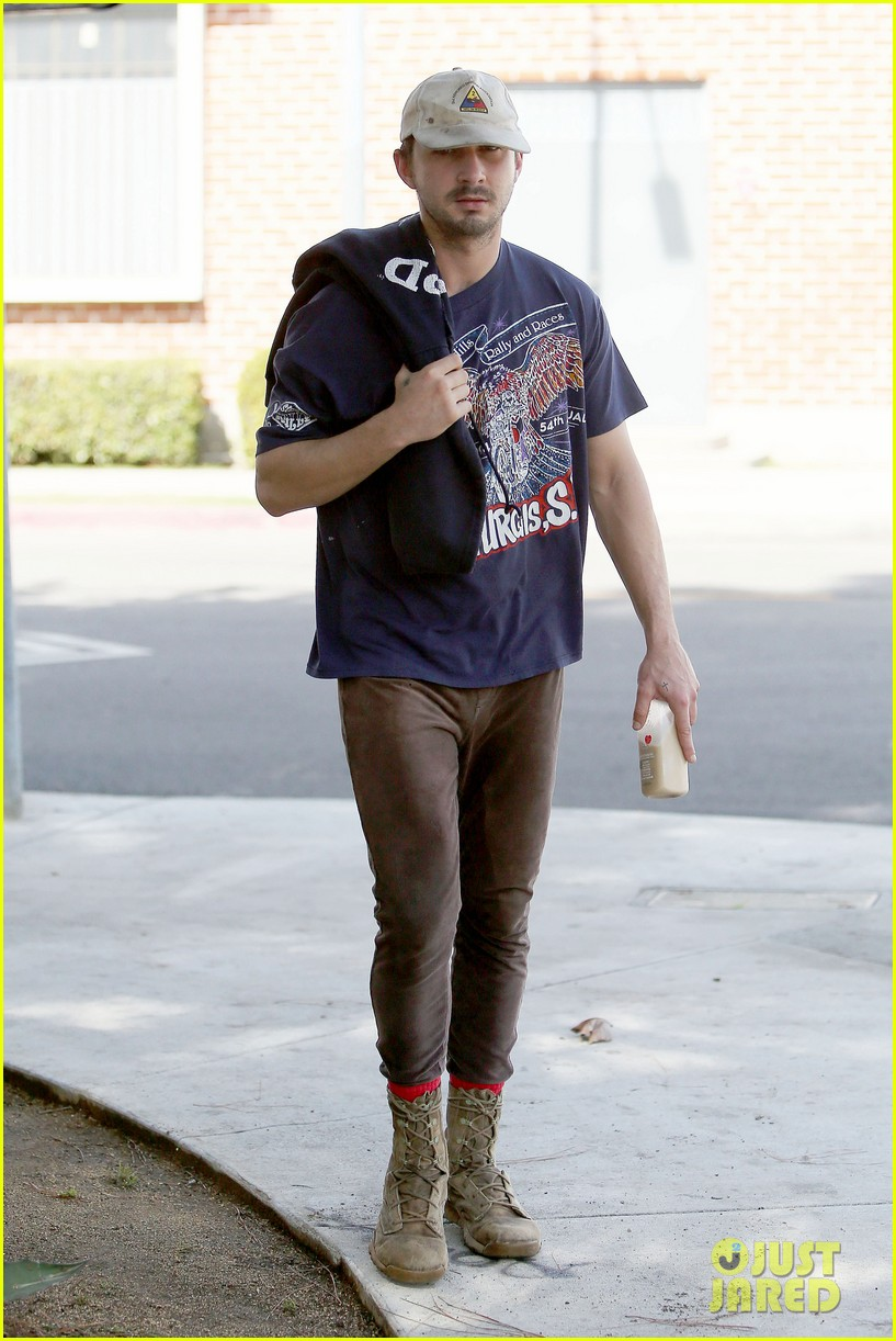 shia labeouf finds a parking ticket on his windshield after workout 123065966