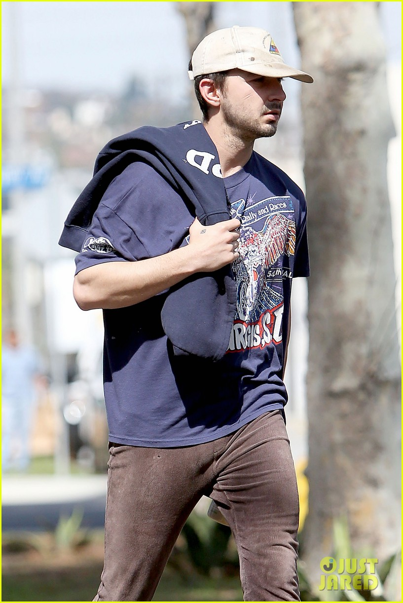 shia labeouf finds a parking ticket on his windshield after workout 153065969