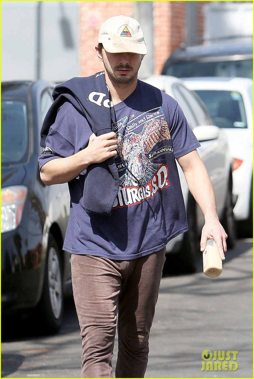 shia labeouf finds a parking ticket on his windshield after workout 173065971