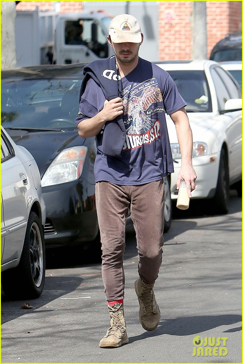 shia labeouf finds a parking ticket on his windshield after workout 193065973