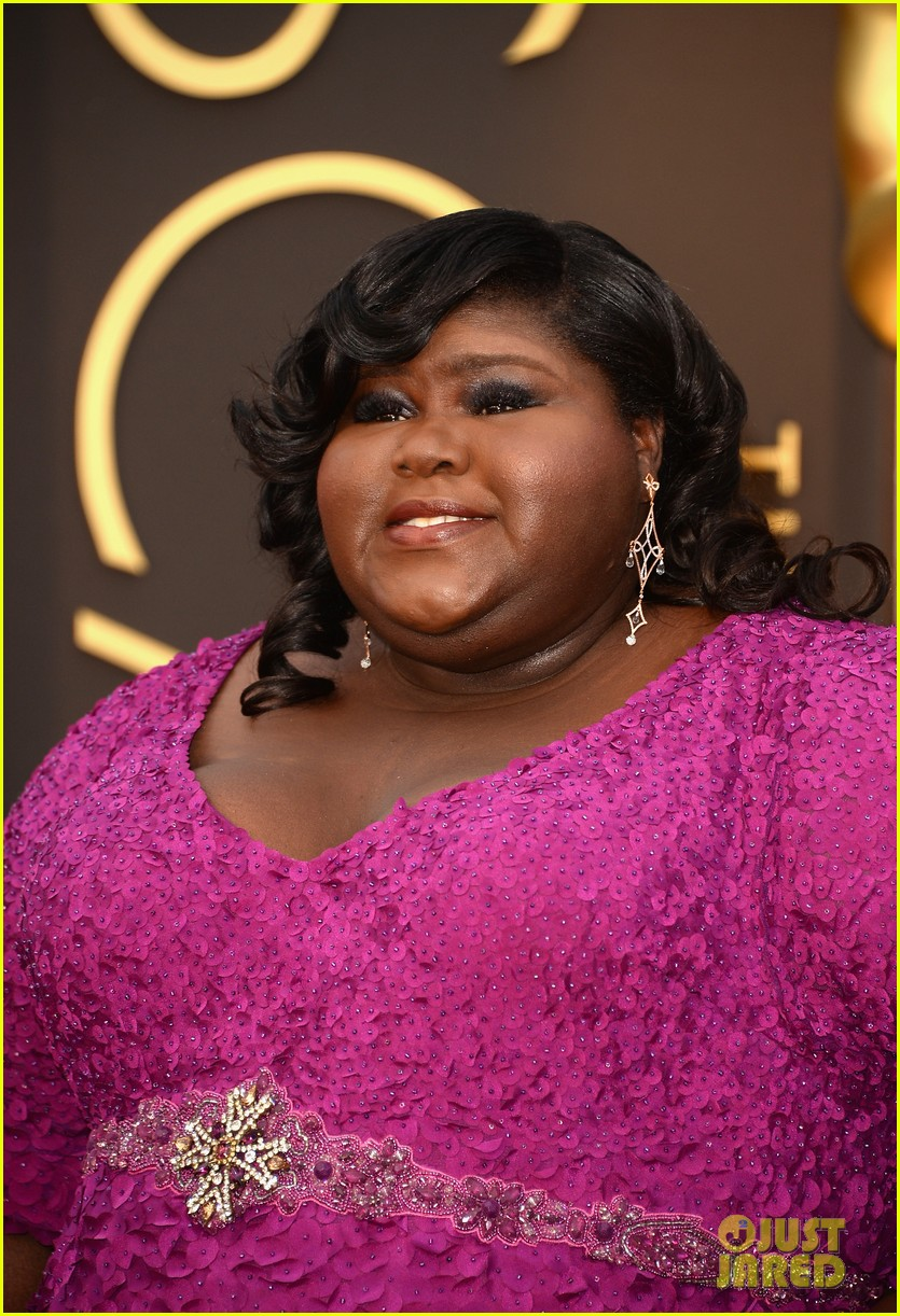 gabourey sidibe gets to work on oscars 2014 red carpet 053064032