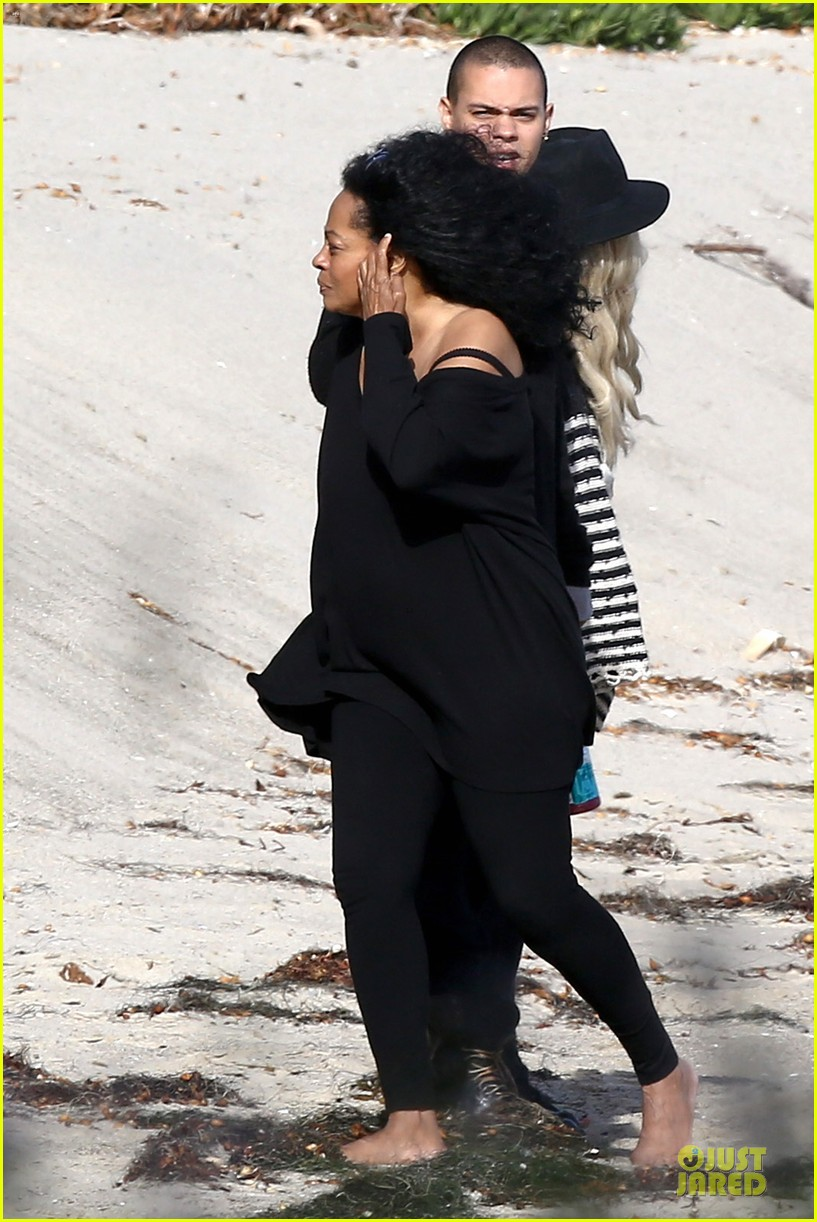 ashlee simpson evan ross beach with diana ross 043080793