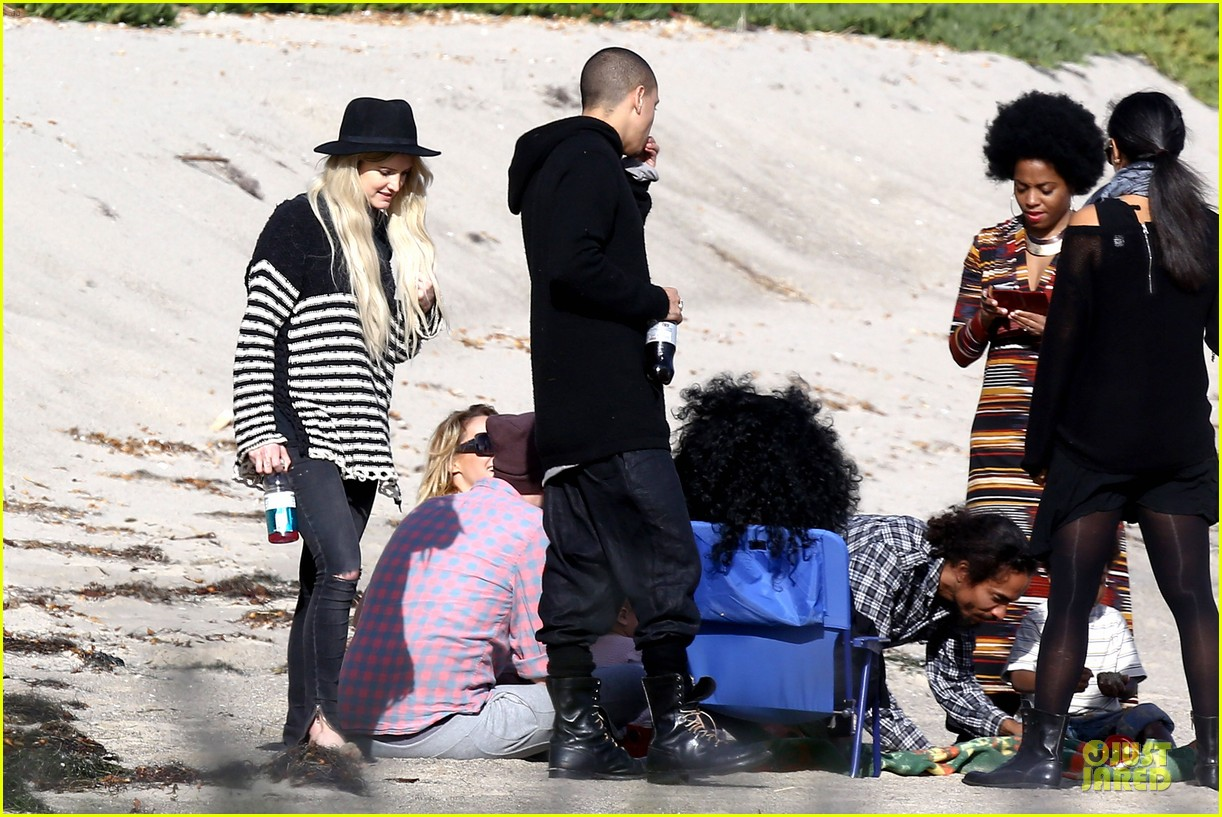 ashlee simpson evan ross beach with diana ross 143080803