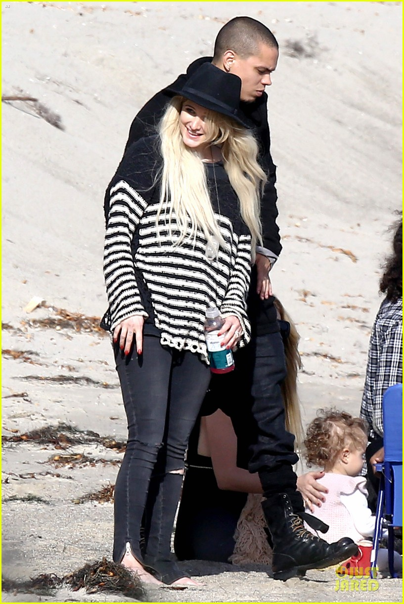 ashlee simpson evan ross beach with diana ross 15