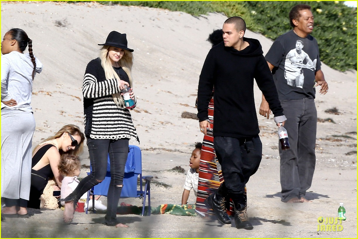 ashlee simpson evan ross beach with diana ross 23