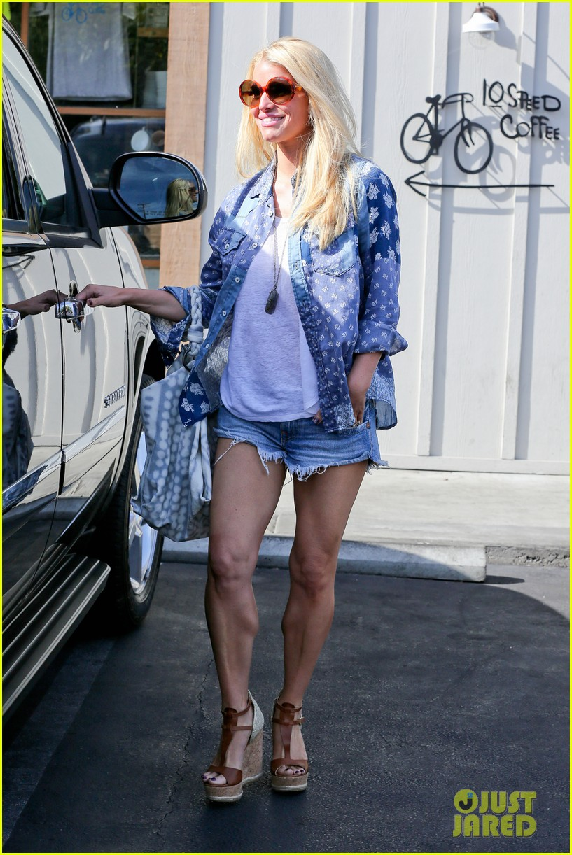 jessica simpson brings back her daisy dukes 30