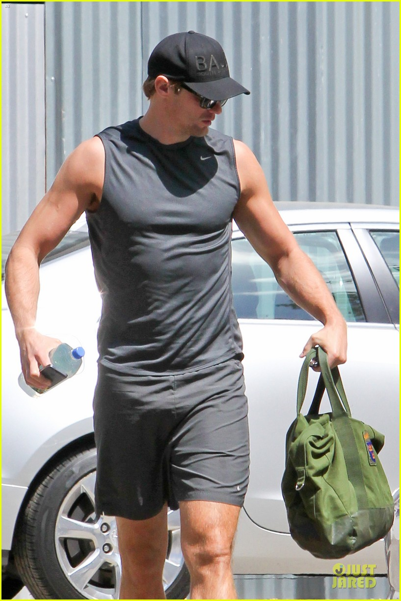 alexander skarsgard toned ready gym workout 023082442