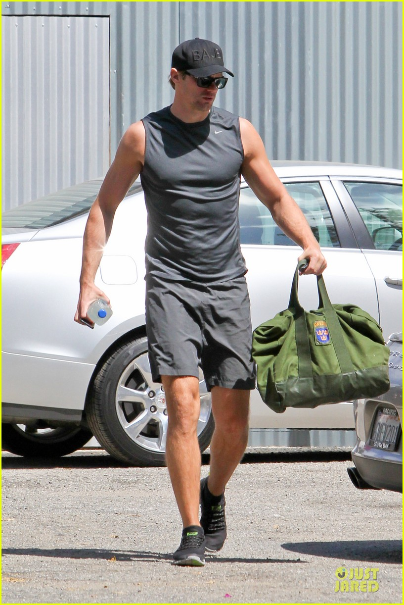 alexander skarsgard toned ready gym workout 063082446
