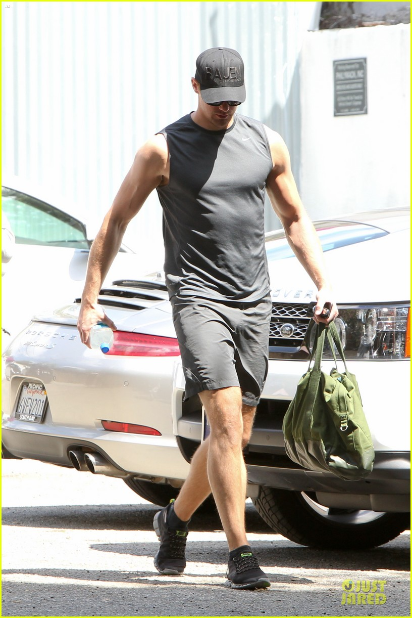 alexander skarsgard toned ready gym workout 073082447