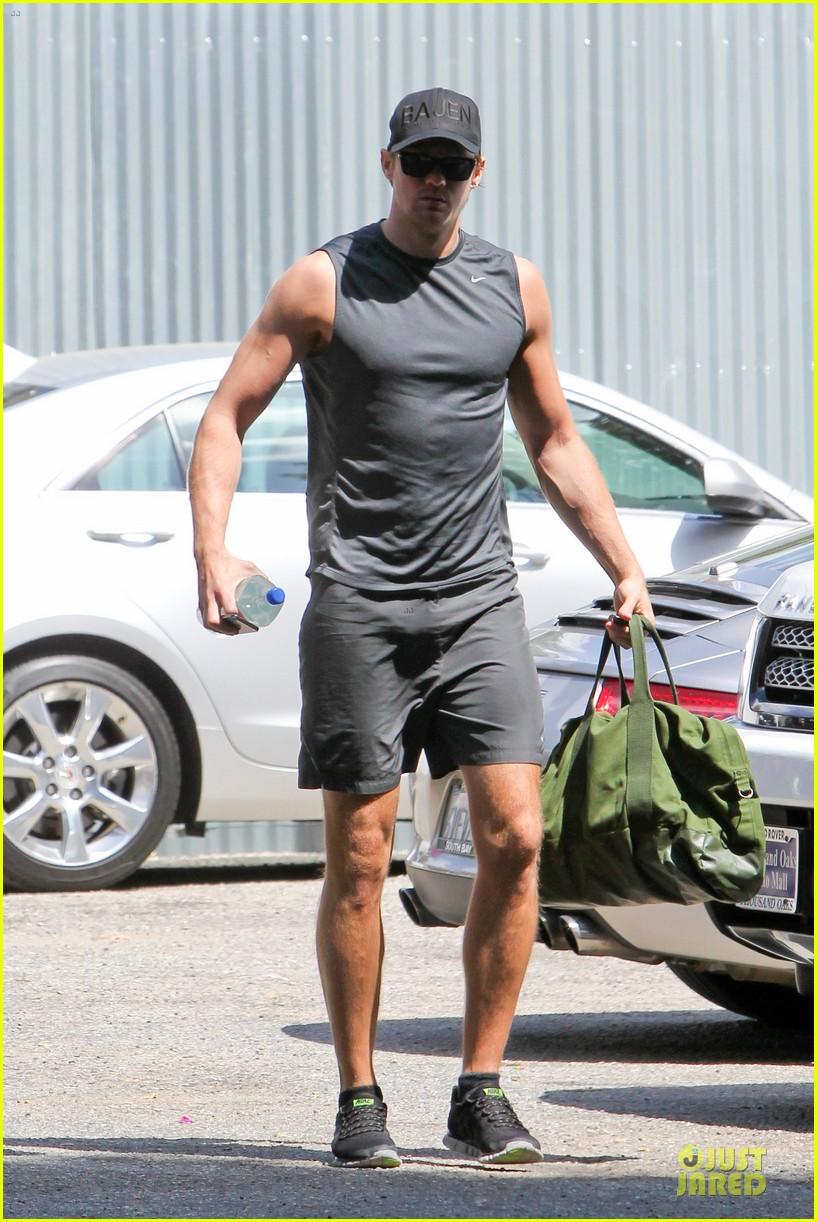 alexander skarsgard toned ready gym workout 163082456