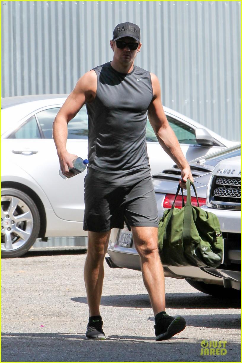 alexander skarsgard toned ready gym workout 173082457