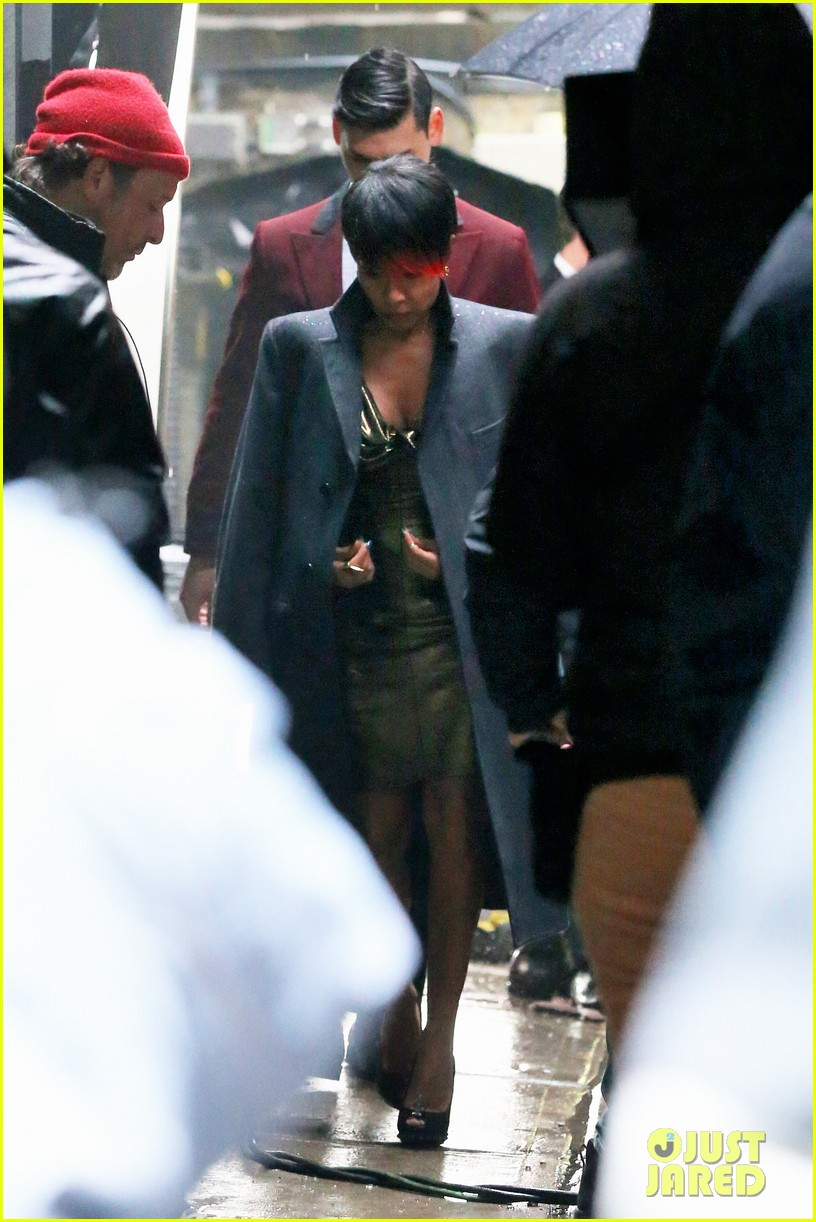 jada pinkett smith debuts red tipped hair sexy outfit for gotham 033078926