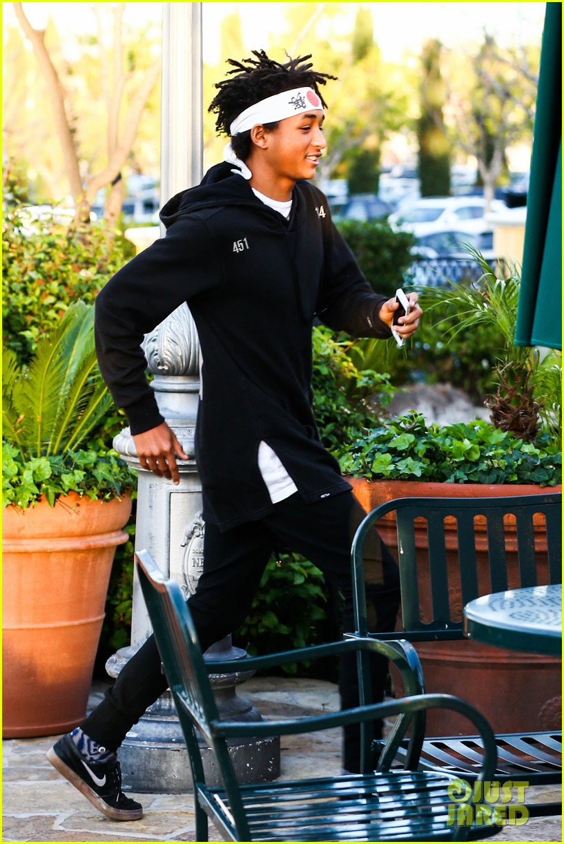 jaden smith has a staring contest with kourtney kardashians daughter penelope 143068939