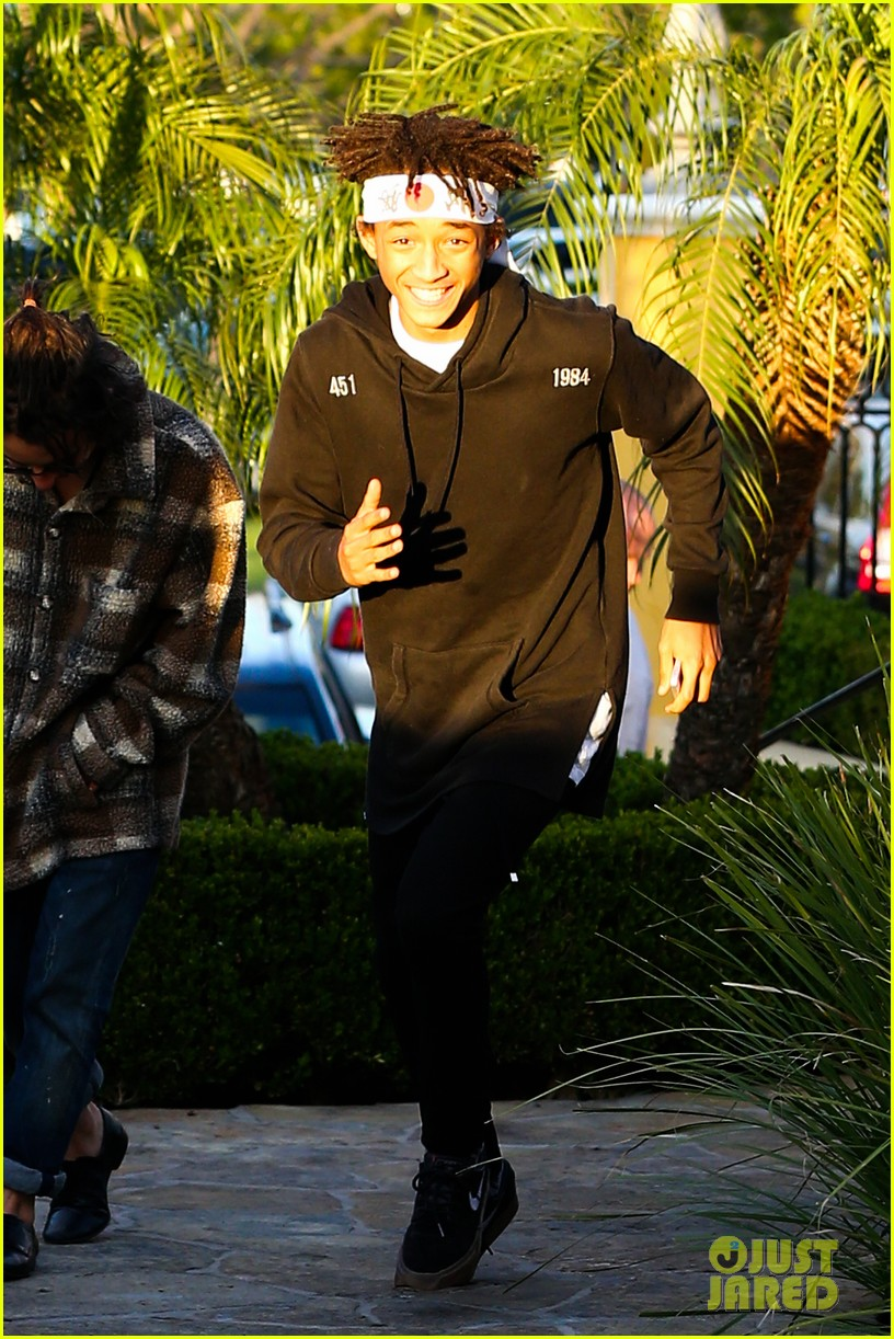 jaden smith has a staring contest with kourtney kardashians daughter penelope 193068944
