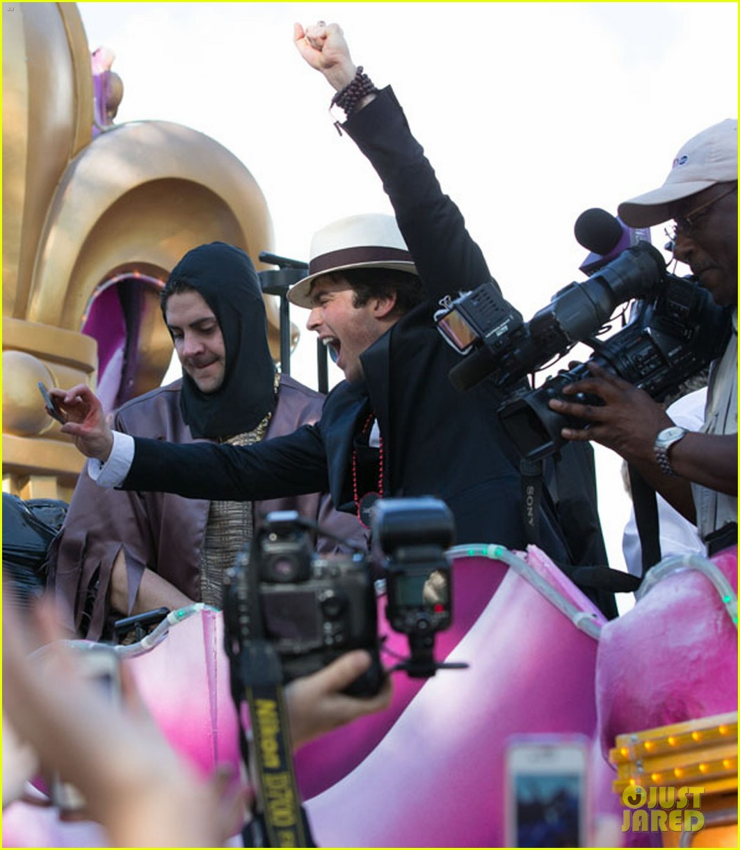 ian somerhalder norman reedus throw mardi gras beads in new orleans 063063290
