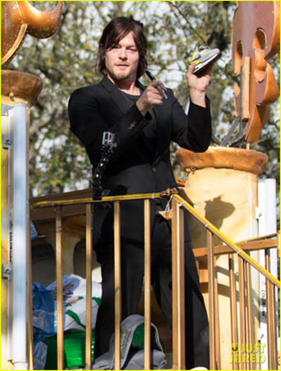 ian somerhalder norman reedus throw mardi gras beads in new orleans 213063305