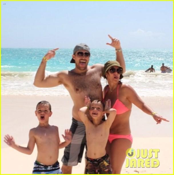 britney spears bikini beach family photos hawaii 033079940