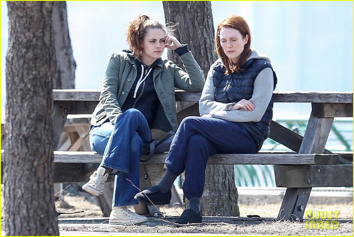 kristen stewart julianne moore film serious scene for still alice 03