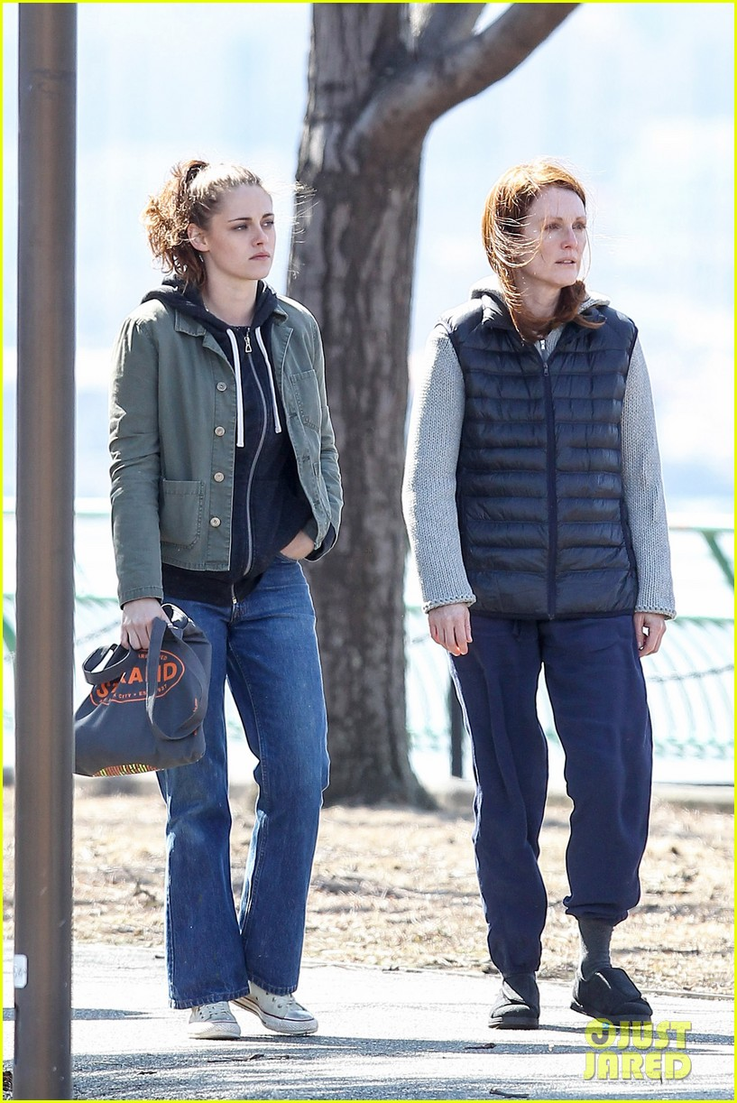 kristen stewart julianne moore film serious scene for still alice 063072008