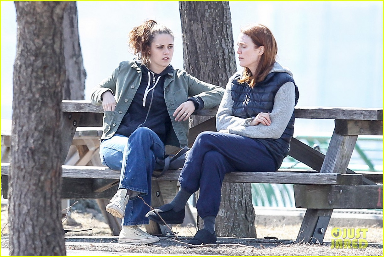 kristen stewart julianne moore film serious scene for still alice 073072009