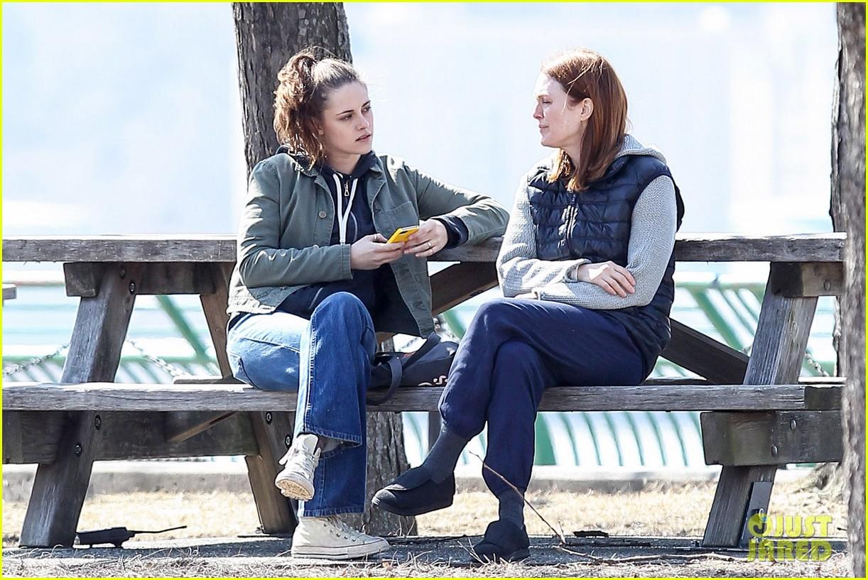 kristen stewart julianne moore film serious scene for still alice 123072014