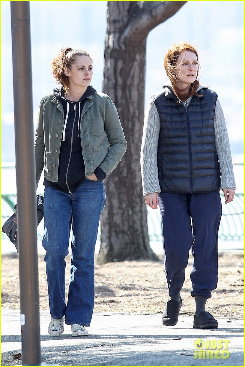 kristen stewart julianne moore film serious scene for still alice 153072017