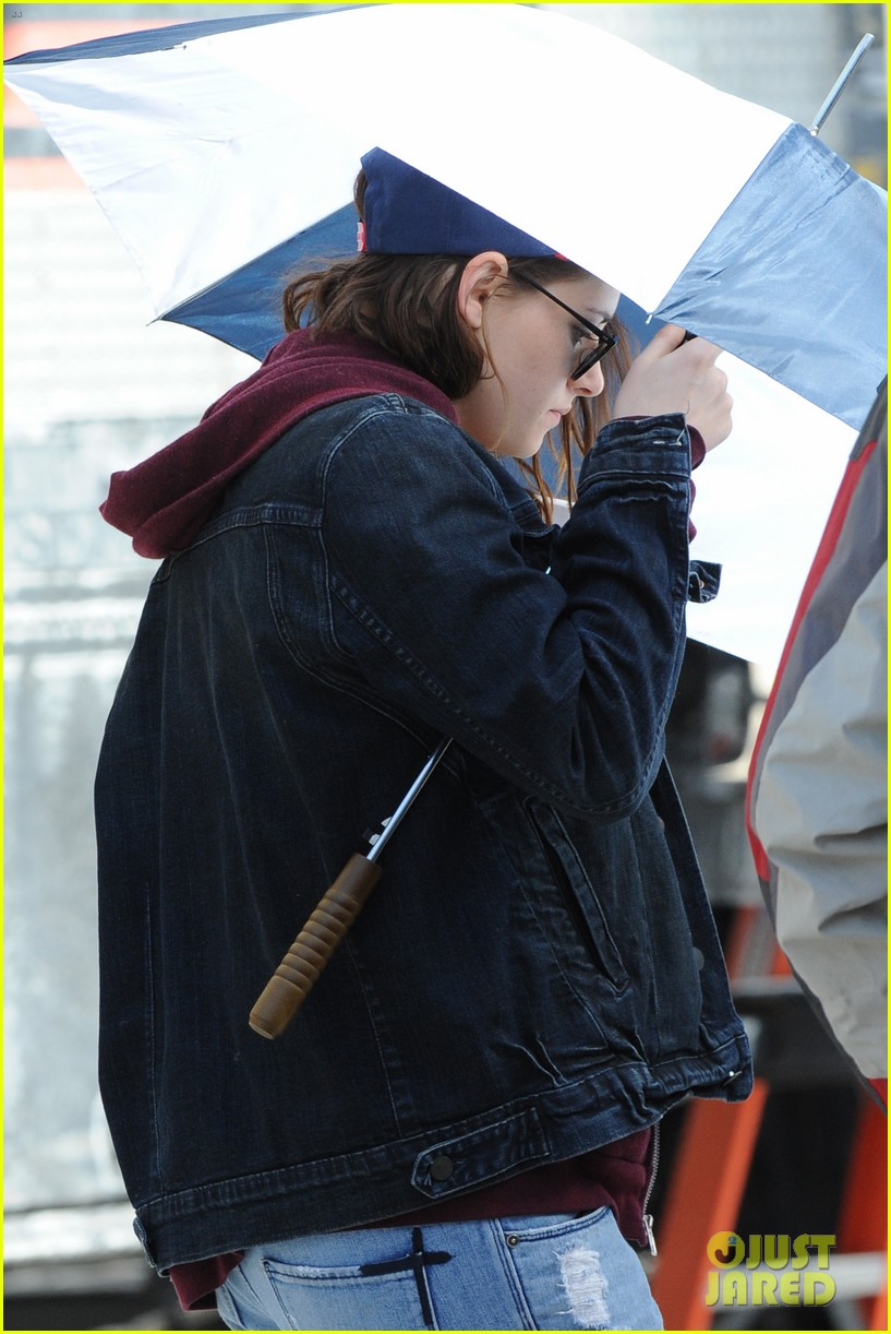 kristen stewart shields herself umbrella 163067628