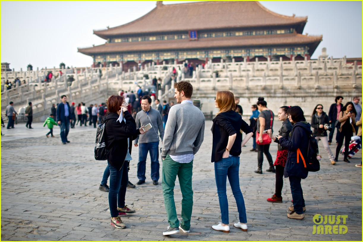 emma stone andrew garfield keep touring asia continue being the cutest couple 05