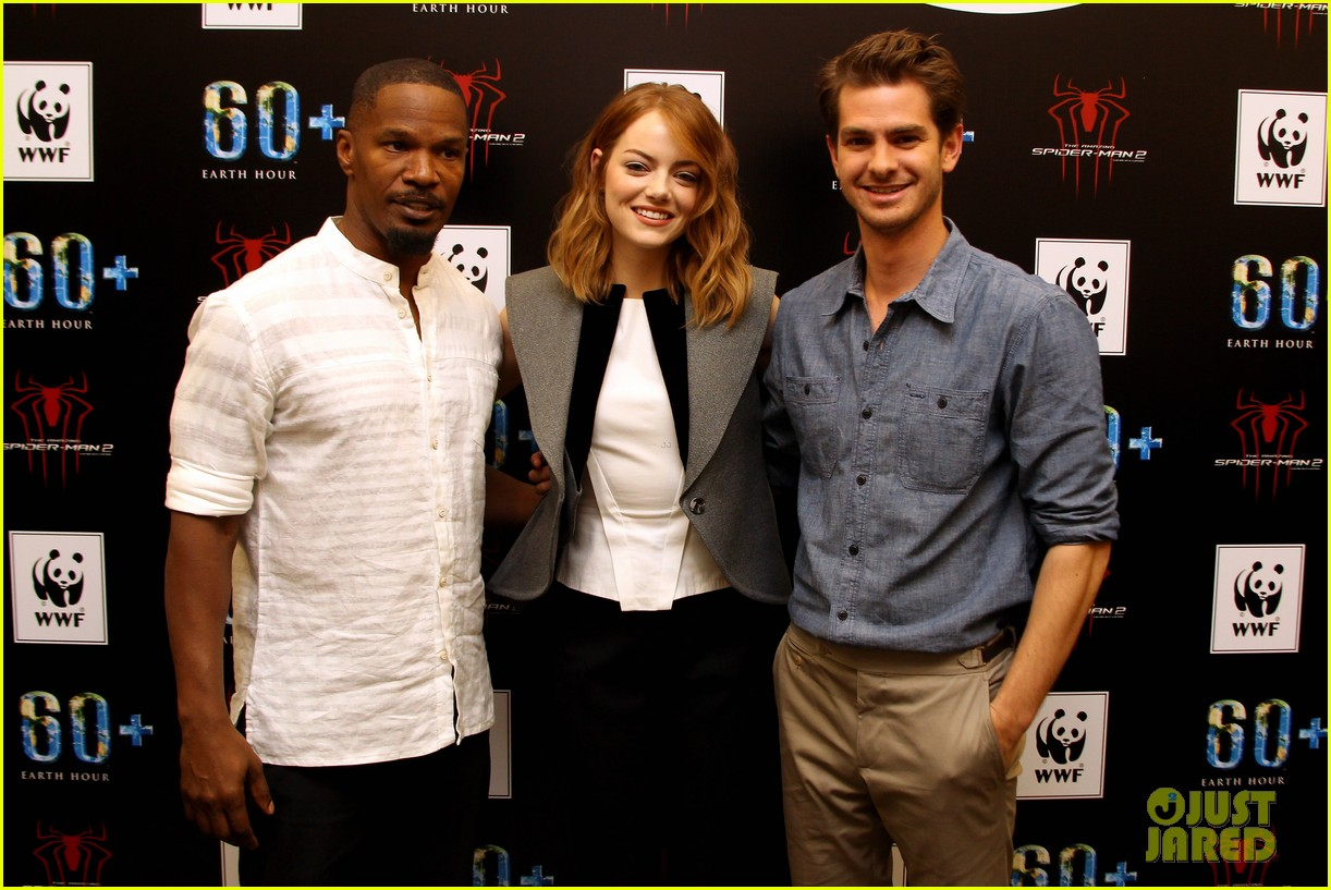 emma stone andrew garfield hold hands at earth hour kick off 013081072