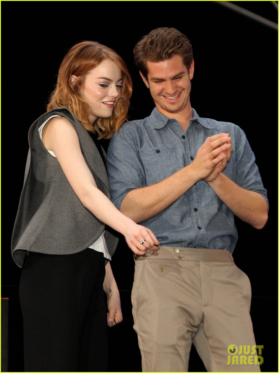 emma stone andrew garfield hold hands at earth hour kick off 043081075