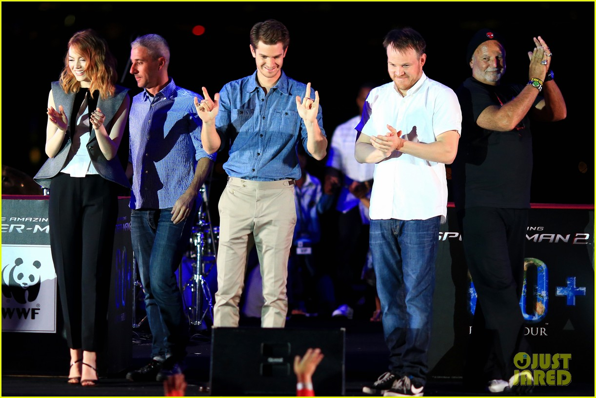 emma stone andrew garfield hold hands at earth hour kick off 163081087
