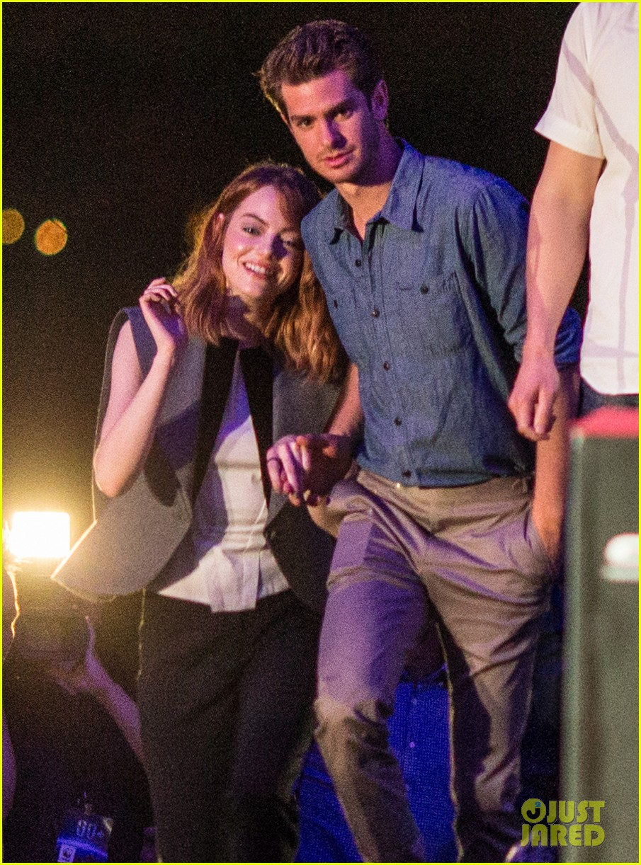 emma stone andrew garfield hold hands at earth hour kick off 213081092
