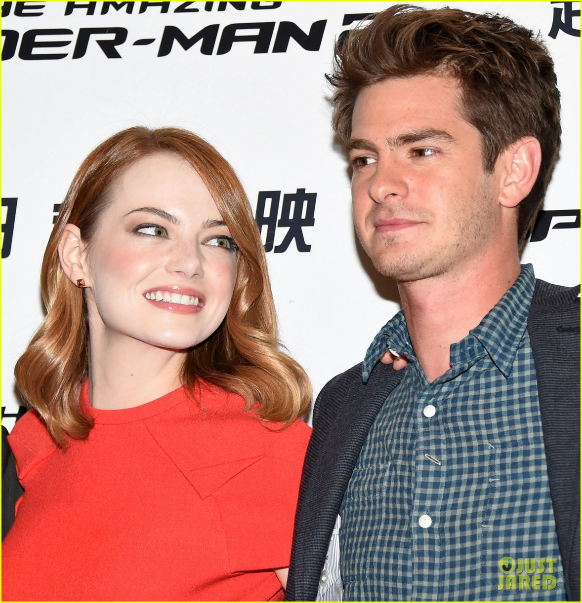 emma stone andrew garfield jamie foxx super trio amazing spider man 2 press conference 02