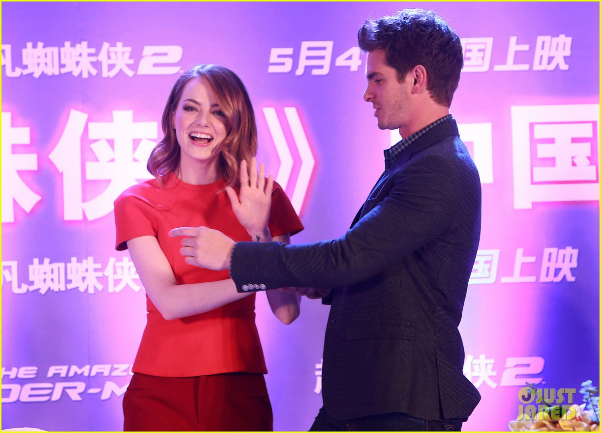 emma stone andrew garfield jamie foxx super trio amazing spider man 2 press conference 133078322