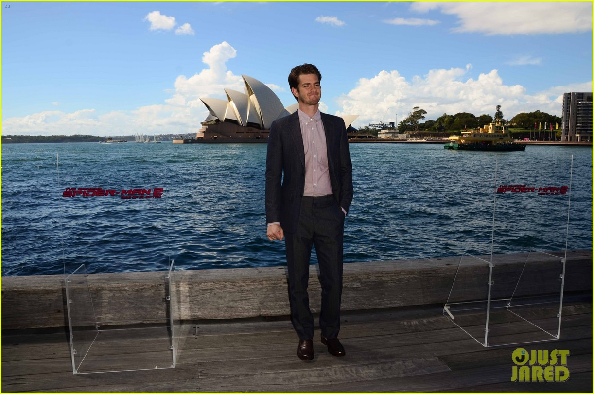 http://cdn01.cdn.justjared.com/wp-content/uploads/2014/03/stone-sydneypc/emma-stone-andrew-garfield-spider-man-sydney-photo-call-05.jpg