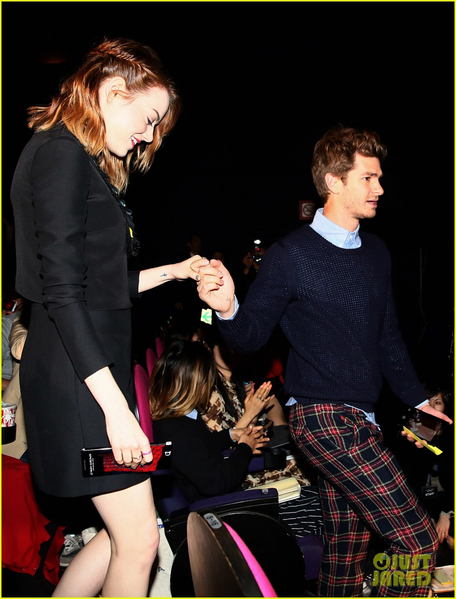 emma stone andrew garfield hit tokyo for amazing spider man 2 press conference 07