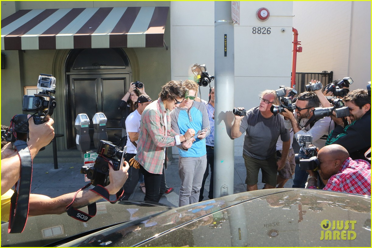 harry styles lunches in los angeles without one direction 033070601