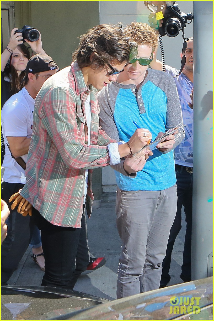 harry styles lunches in los angeles without one direction 213070619