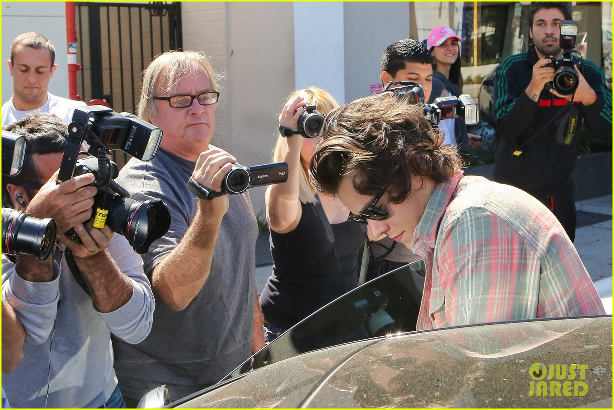 harry styles lunches in los angeles without one direction 243070622